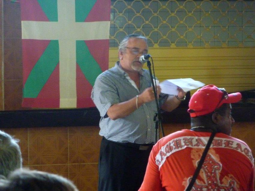 Renato García Egusquiza, presidente de la euskal etxea cubana, en un encuentro de la AVNB (foto Cuba CV)