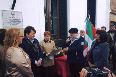 Eusko Aterpea Euskal Etxeak garrantzi handiko dohaintza egin dio Gral. Rodriguez hiriari bere 152. urteurrenean