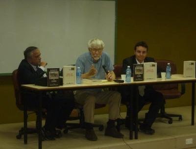 Renato Garcia Eguskiza (Kubako Euskal Etxea), William Douglass eta Asier Vallejo (Kanpoan den Euskal Komunitatearentzako zuzendaria), aurkezpenean (argazkia Kubako Euskal Etxea)