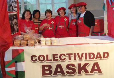 "Members of the Etorritakoengatik Basque Club in Puerto Madryn at the ""Madryn al Plato"" festival"