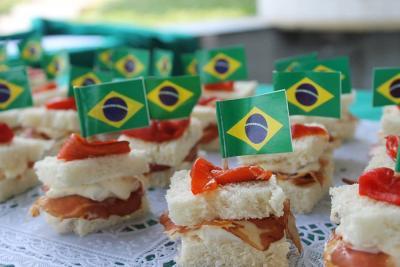 Brasilgo banderarekin atondutako pintxoak, Eusko Alkartasuna elkartearen Pintxo Egunean (argazkia Eusko Alkartasuna EE)