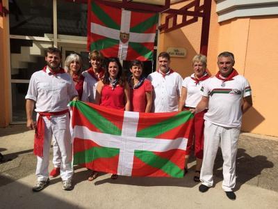 Frantziako euskal etxeetako ordezkariek bat egin zuten Montpellierko Euskal Etxearen festarekin (argazkia JL Bergara)