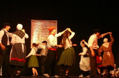 Dantzaris from the Gure Etxea Basque Club in Tandil at the 2016 Festival of Collectivities