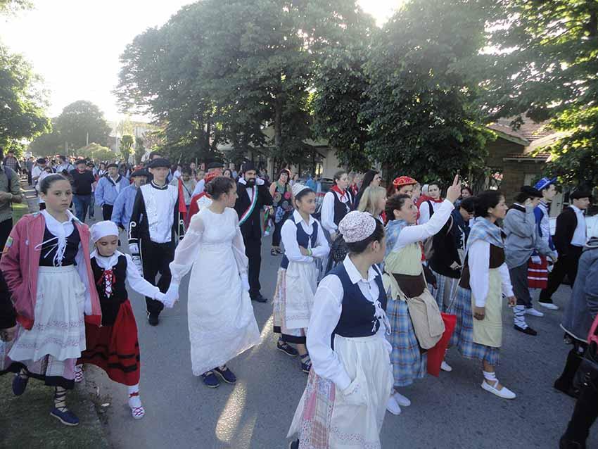 Euskal festa Necocheako kaleetan