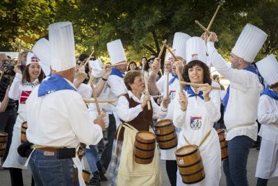 2016ko Euskal Astean danborradak ireki zuen larunbateko musika eta dantza ikuskizuna