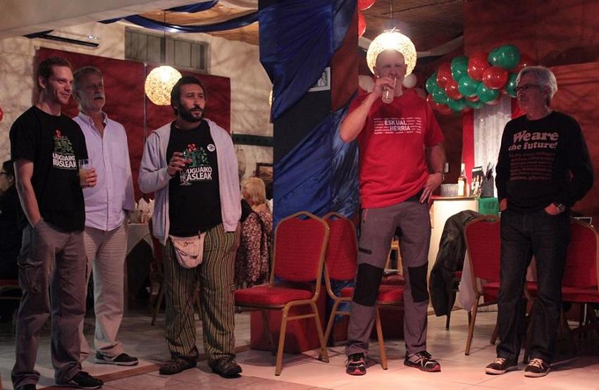 ...alocución y karaoke en euskera