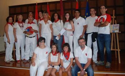 Cousins from Azul Alfredo Dussio Aristu and Sara Aristu Peralta (second and thirs on the left in the second row) at the 2016 festivities in Lumbier-Irunberri