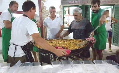 San Nicolaseko Euzkal Etxea-ko lagunak uholdeetako kaltetutakoen alde lan egiten