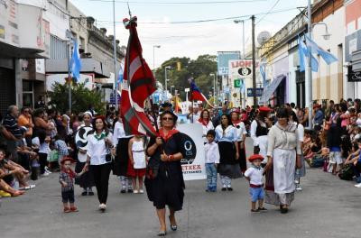 Aberri Etxea Euskal Etxea 'Patagoniaren Burujabetza Jai'ko desfilean