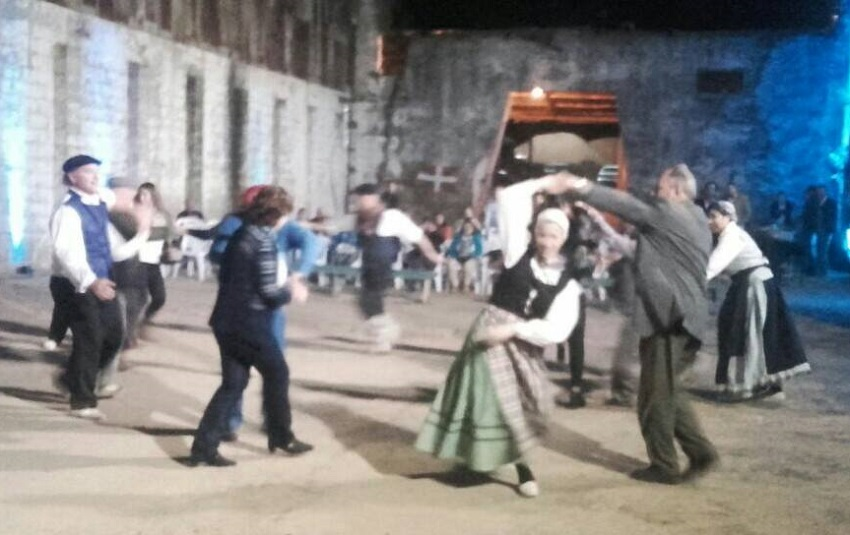 Basque dances at the Harriague Winery