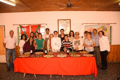 Sukaldari, Maruo Funes, with people from his Basque club