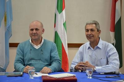 Fernando Nebreda Dias from Spain, president of the Basque Association Garapen along with the Mayor of Obera (photo Obera on line)