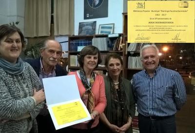 Askatasunaren Bidea Euskal Elkarteak 8 urte bete ditu eta Sarmiento Liburutegiko lagunen errekonozimenua jaso zuen