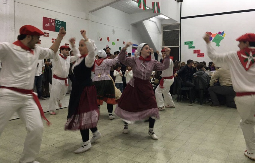 En Rosario, danzas y taberna