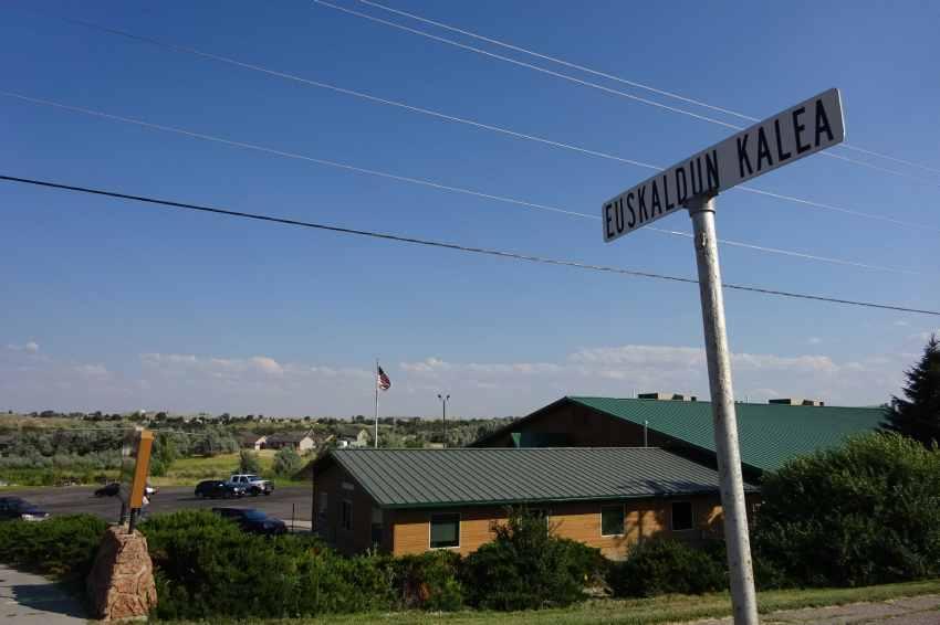 Izena euskaraz duen Euskaldunen Kalea