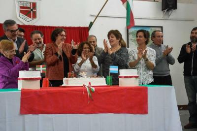 The toast for the Zelaiko Euskal Etxea's 25th anniversary in the Pampa
