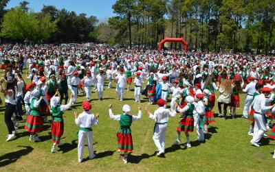 Estampa Vasca de la fiesta anual del Colegio Euskal Echea de Llavallol