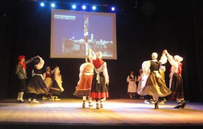 Chivilcoyko Euskal Etxeko dantzariek 'La Revoltosa' aurkeztu zuten San Nicolaseko Euskal Astean