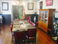 Salón de Reuniones del Laurak Bat en el tercer piso de la sede en Belgrano 1144 de Buenos Aires (foto JE/Euskal Kultura)