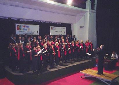 Un momento de la actuación del Lagun Onak en la Sala Jorge Luis Borges de la Feria del Libro (foto ILV-Euskal Kultura)
