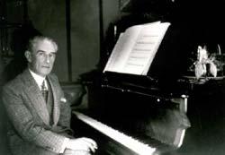 Maurice Ravel musikagile ziburutarra