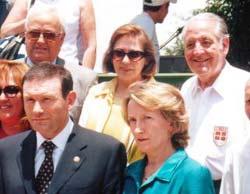 Ignacio Bastarrica, a la derecha con camisa blanca, en una foto de grupo con otros dirigentes vasco-chilenos en una recepción con motivo de la visita a Chile del lehendakari Ibarretxe