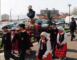 Tradicional desfile de la imagen de San Ignacio por las calles de Valparaíso  (foto Valparaiso EE)
