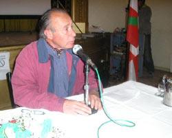 Mauricio Goyenechea, secretario de la Fundación Vasco Argentina Juan de Garay, durante la charla en Navarro (foto navarrodiario.com.ar)
