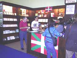 Juan de Garay Fundazioaren standa azokaren aurreko edizio batean (argazkia BasqueHeritage.com)