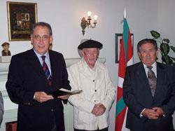 Raul Noblecilla, Limako Euskal Etxeko lehendakari ordea; Fermin Berasategi gudari ohia eta EEko bazkide nagusia; eta Victor Ortuzar lehendakaria