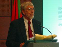 Bill Douglass euskal diasporan aditua, 2003ko Mundu Biltzarrean (argazkia EuskalKultura.com)