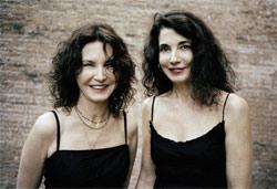 Katia eta Marielle Labèque, munduan ezagutua den bikote pianojole hendaiarra (argazkia B.Lacombe)