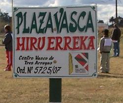 El predio que pasará próximamente a convertirse en la Plaza Vasca de la ciudad de Tres Arroyos acogió la barrileteada del pasado fin de semana
