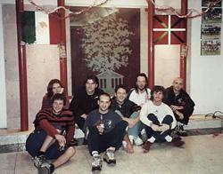 Skalariak taldeko kideak Mexiko DF-ko euskal etxean, 2000 urteko biran egin zuten bisitan