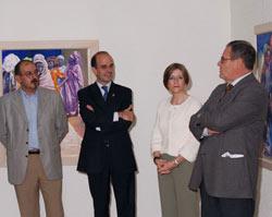 Ezkerretik eskuinera, Manuel Medrano, Alberto Catalán, Rosa Mary Ibáñez eta inauguratutako erakusketaren egilea, José Luis Urmán pintorea