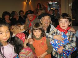 Olentzero cerró el año en la euskal etxea de Quebec, pero llegó cargado de regalos y proyectos para el 2008  (foto Euskaldunak)