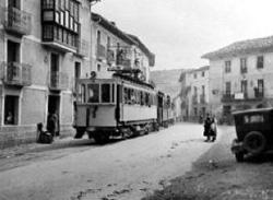 Irati trena Uharte herritik pasatzen (argazkia Diario de Navarra)