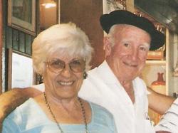 Bixente Ibarguren junto a su esposa 'Marutxa' Zarranz, en el Txoko Alai de Euzko Etxea de La Plata