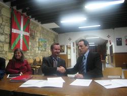 Jean Marc Goienetxe, Bordeleko Euskal Etxeko presidentea eta Joseba Erkizia, HABEko zuzendaria