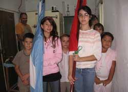 Haurrek ikurrina eta argentinar bandera eskuan zutelarik ospatu zuten General Rodriguezeko 'Eusko Aterpea'-ko Aberri Eguna