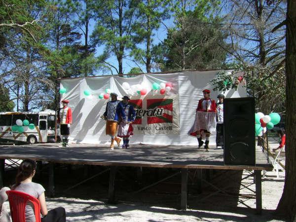 Basque festival organized by Oneratu Basque Club of Castelli
