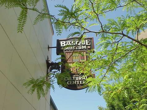 Cartel del Basque Museum & Cultural Center, en Boise