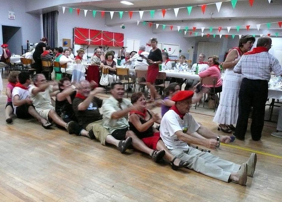 Gran ambiente en la fiesta de fin de verano de Euskaldunak (fotos Euskaldunak EE)