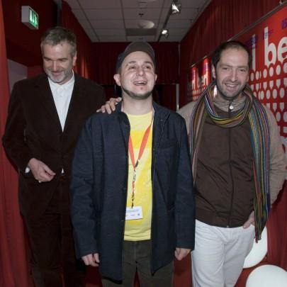 El director Roberto Castón flanqueado por el director de la sección Panorama (izquierda) y por Josean Bengoetxea, protagonista del film (derecha)