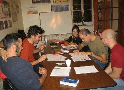 Clase de euskera de la profesora Aiora Jaka (foto EuskaldunakEE)