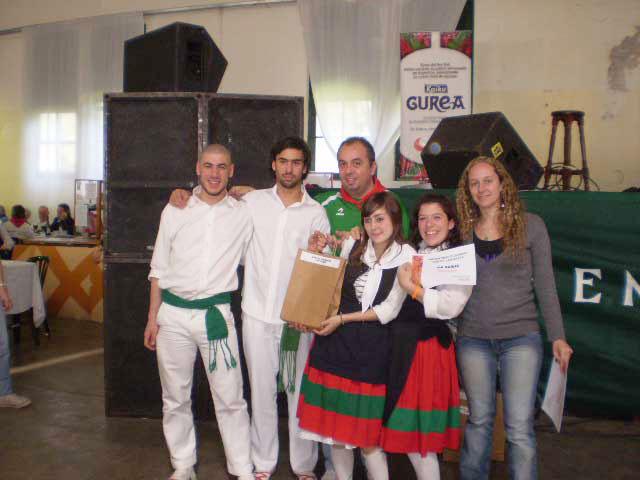 Ganadores de uno de los concurso en la Semana Vasca del 2007 (argazkia EuskalKultura.com)