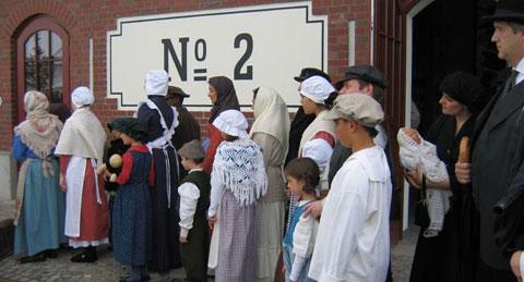 Hanburgoko BallinStadt Museoak emigranteek bizi behar izaten zuten prozesu eta egoerak aurkezten ditu, manikiak-eta --batzuk hitz egiten dutenak eta guzti-- baliatuz.