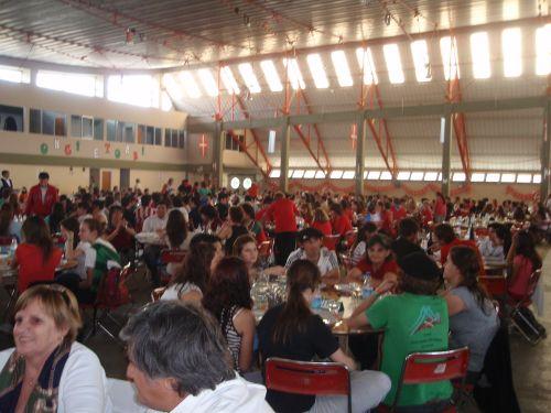 Vista del pabellón de FISA durante la comida del sábado al mediodía. El predio FISA fue, junto a la propia Unión Vasca, sede de la Semana Nacional Vasca 2009 de Bahía Blanca (reportaje fotográfico EuskalKultura.com)