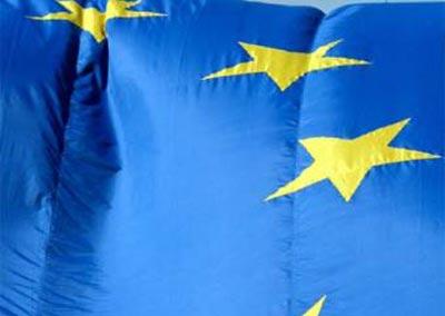 Tamaina handiko bandera europarra.
