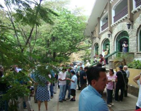 Vista del frente de Eusko Etxea de Caracas el pasado domingo, durante los festejos de Aberri Eguna (foto PJAA)